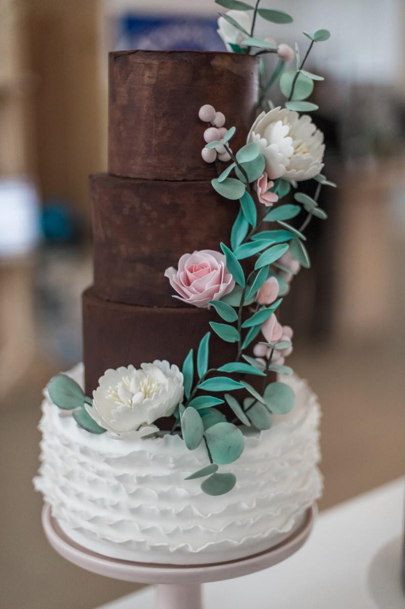 2. Ganache bruidstaart met suikerbloemen