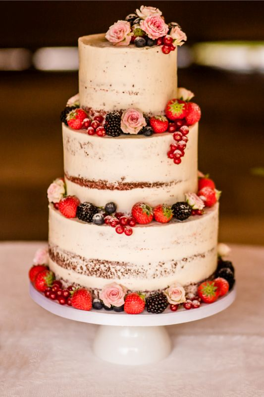 3. Semi naked cake met vers fruit