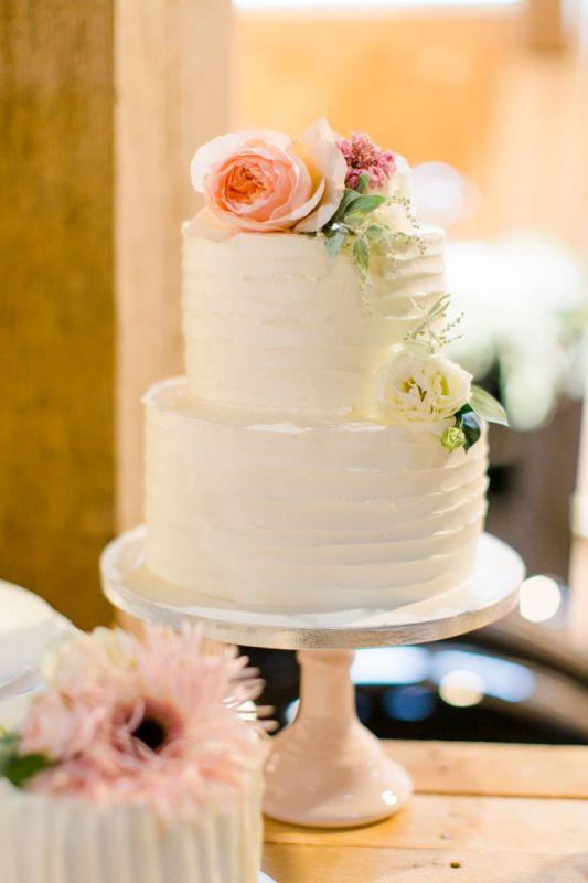 5. Creme bruidstaart met verse bloemen_2