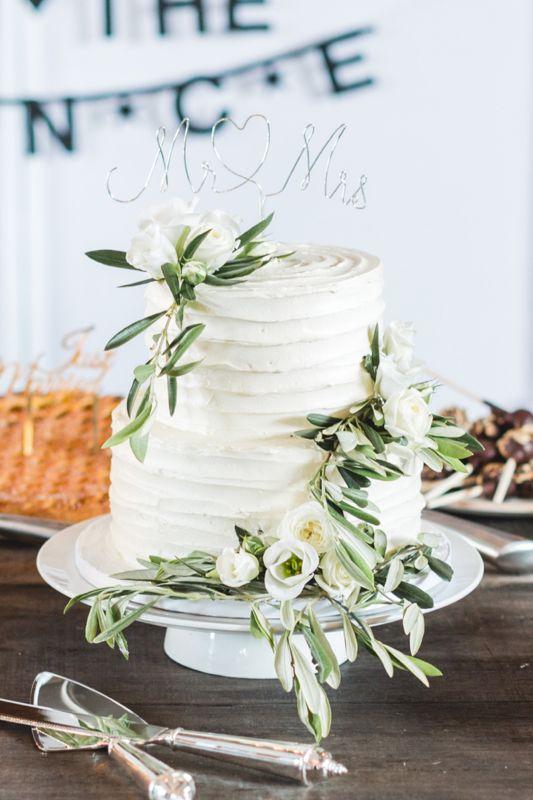 6. Creme bruidstaart met olijftakken