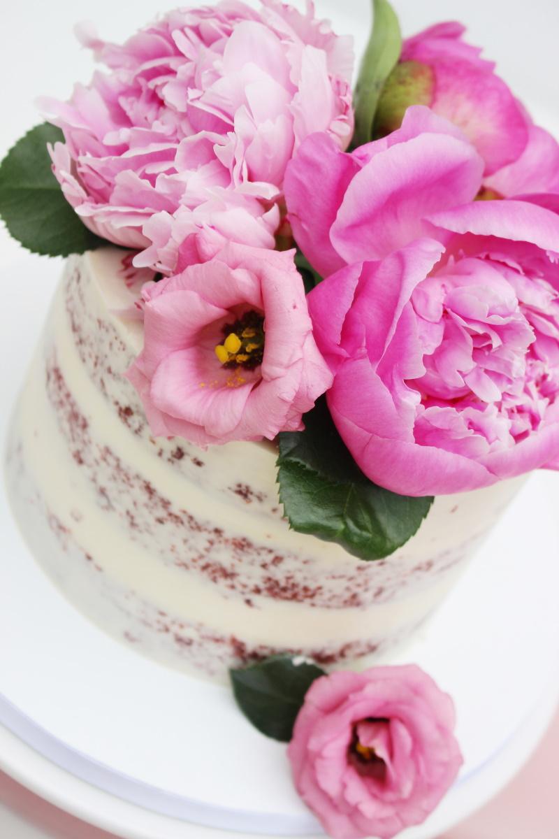 Semi-naked met roze bloemen3