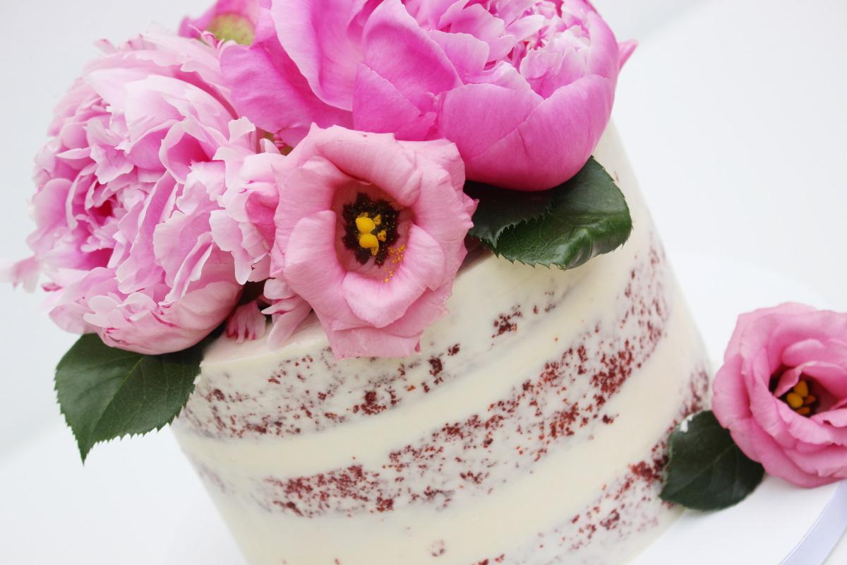 Semi-naked met roze bloemen4