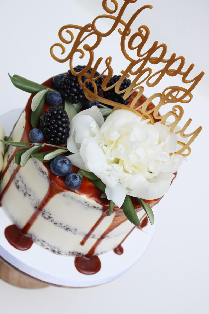 Seminaked met fruit en witte bloemen met topper3